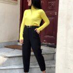 Pantaloni negri din piele ecologica
